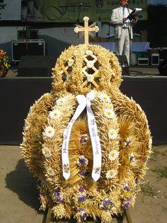 Creation Crafts, Burlap Wreath, Altar, Weaving, Wreaths, Halloween, Unique, How To Make, Diy