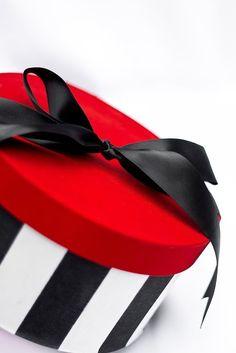 Hat Boxes - Round Gi