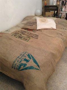 Tagesdecke aus Kaffeesäcken von Contentezza Design auf DaWanda.com