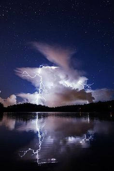 Lightning lighting up the clouds in the sapphire blue sky. All Nature, Science And Nature, Amazing Nature, Beautiful Sky, Beautiful World, Beautiful Places, Cool Pictures, Cool Photos, Wild Weather