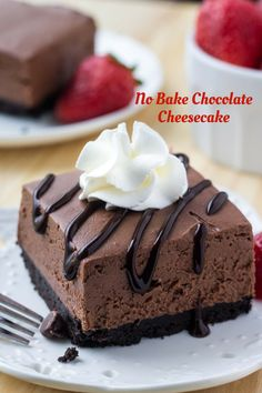 Vom Blech These easy, no bake chocolate cheesecake bars are perfectly creamy with a crunchy Oreo cookie crust. No Bake Chocolate Cheesecake - These easy, no bake chocolate cheesecake bars are perfectly creamy with a crunchy Oreo cookie crust. No Bake Chocolate Cheesecake, Cheesecake Bars, Raspberry Cheesecake, Flan, No Bake Desserts, Dessert Recipes, Quick Dessert, Dinner Recipes, Cookie Crust