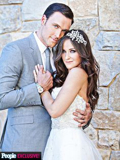 Jewelry Designer Gigi Yallouz had a change of heart about her wedding gown just 2 weeks before the wedding, so her groom The Mentalist star Owain Yeoman stepped in to help her choose 2 new dresses: for the ceremony, an elegant strapless Lazaro gown, followed by a sexy party frock by Yaki Ravid. For his own attire, the Welsh actor turned to Serj, his tailor on the show, for a custom gray suit. Bridesmaids were in white dresses and groomsmen in gray suits