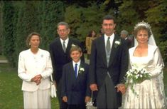 formal group photo after the wedding, with King Michael and Queen Anne of Romania on the left Romanian Royal Family, Thing 1, Royal Family Trees, Diamond Tiara, Blue Bloods, Royal Weddings, High Society, Bridesmaid Dresses, Wedding Dresses