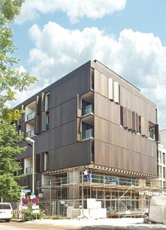 Custom-made perforated sheet metal decorated the facades and sun-protection sections used for the houses in Berlin's Marthashof.