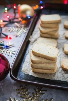 3-ingredient paleo shortbread, plus how to throw a Christmas cookie exchange this holiday season! These hosting tips will help you to plan one awesome cookie swap party, including more than 40 recipes for our favorite holiday cookies ever!     @glitterinc Vegan Shortbread, Chocolate Shortbread Cookies, Gluten Free Shortbread Cookies, Holiday Cookie Recipes, Holiday Cookies, Holiday Foods, Vanilla Recipes, Christmas Cookie Exchange, Grain Free