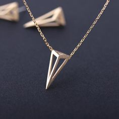 Diamond Necklace / Gold Round Cut Diamond Trio Cluster Necklace / Three Diamond Floating Necklace / Everyday Jewelry / Black Friday Every woman needs some sparkle in her life. You can weave subtle, elegant sparkle into every day with minimalist design Triangle Necklace, Cluster Necklace, Geometric Necklace, Pendant Necklace, Man Necklace, Geometric Jewelry, Jewelry Gifts, Fine Jewelry, Men's Jewellery