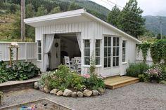 gartenhaus mit gardinen statt t r das geeignet f r. Black Bedroom Furniture Sets. Home Design Ideas