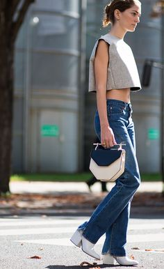 White chunky heel + straight leg Denim Fashion, Womens Fashion, Street Fashion, Sweet Style, My Style, Sartorialist, Shoes With Jeans, Normcore, Chic