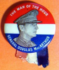 """1 1/4"""" GENERAL DOUGLAS MacARTHUR PIN, THE MAN OF THE HOUR PINBACK BUTTON  f308"""