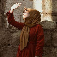 Hijabi Girl, Girl Hijab, Teenage Girl Photography, Girl Photography Poses, Iranian Women Fashion, Muslim Fashion, Hijab Hipster, Beautiful Hijab Girl, Stylish Hijab