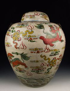 Ming Dynasty Wanli imperial ware five colored porcelain lidded pot.