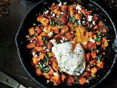 A filling Brazilian-inspired breakfast of poached eggs on top of sweet potatoes and feta. Vegetarian Recipes, Cooking Recipes, Healthy Recipes, Budget Recipes, Healthy Breakfasts, Veg Recipes, Salad Recipes, Recipies, Brunch Recipes