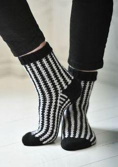 Graafiset sukat Crochet Socks, Knitting Socks, Knit Crochet, Knitting Patterns, Sewing Patterns, Wool Socks, Comfortable Outfits, Leg Warmers, Diy Clothes