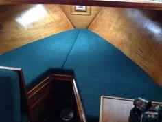 puntmatrassen voor boot gestoffeerd in blauwe stof  www.scheeps-refit.nl