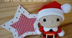 """Telmo es muy chiquitín.   Tiene apenas dos añitos de edad """"elferil"""". Pero desde que estaba en la barriguita de mamá elfa, ya sabía cual ib... Amigurumi Patterns, Amigurumi Doll, Crochet Ideas, Christmas Crafts, Christmas Decorations, Christmas Ornaments, Holiday Decor, Crochet Christmas, Crochet Dolls"""