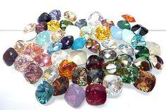 Dieses Angebot gilt für eine Verkaufseinheit (1-Kristalle) von SWAROVSKI ® ELEMENTS Nr. 4470 Square (12 mm).  Sie können Ihre eigenen Auswahl aus verschiedenen Farben geeignet SWAROVSKI ® ELEMENTS, Nr. 4470, Quadrat Schmuck entwerfen.  4470 - 12 mm 326 Crystal Rose Patina 4470 - 12 mm 327 Crystal Gold Patina 4470 - 12 mm 328 Kristallweiß Patina 4470 - 12 mm 329 Crystal Silber Patina 4470 - 12 mm 330 Kristallschwarz Patina  Seit mehr als zwölf Jahren sind wir spezialisiert in der Herstellung…