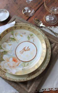 Video: How to Make Elegant Edible Place Cards with Frosting Sheets by Julia M Usher of Recipes for a Sweet Life