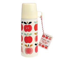 Rex International    Thermosflasche Vintage Apfel  Die Thermosflasche im schönen Apfel-Design aus dem Hause Rex International wird so manche Blicke auf sich ziehen. Die schöne Kanne wurde aus leichtem, aber widerstandsfähigem Metall gefertigt.