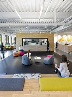 Pivot's new 19,000 sf headquarters functions as both a literal living office and showroom. As their flagship showroom in Northern California, potential clien...