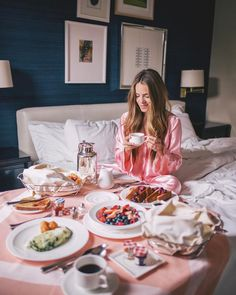 hotel breakfast After an amazing amp; one-of-a-kind night watching the Broadway hit Hamilton and attending the fabulous party after (see insta story) its time for room service in bed and a quick home! Vacaciones Gif, Hotel Breakfast, Morning Breakfast, Easy Like Sunday Morning, Gal Meets Glam, Luxury Life, Food And Drink, Food Porn, Lifestyle