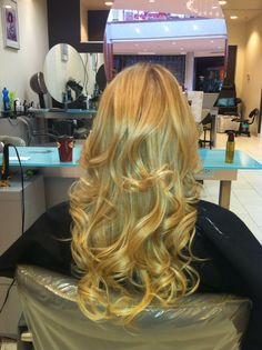 Bouncy blonde :) oh so gorgeous ! Kristy @ Clip 905-632-2547