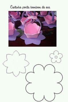 Risultati immagini per enfeites em eva do mickey Foam Sheet Crafts, Foam Crafts, Diy Arts And Crafts, Paper Crafts, Diy Crafts, Paper Flowers Craft, Flower Crafts, Mothers Day Crafts, Easter Crafts For Kids