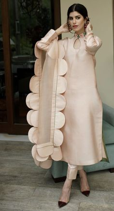 Day wear - Order contact my whatsapp number 7874133176 Simple Pakistani Dresses, Pakistani Fashion Casual, Pakistani Dress Design, Pakistani Outfits, Indian Fashion, Pakistani Bridal, Designer Party Wear Dresses, Kurti Designs Party Wear, Indian Designer Outfits