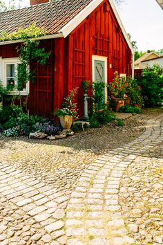 Swedish Cottage, Red Cottage, Cottage Homes, Cottage Style, Garden Cottage, Home And Garden, Sweden House, Farmhouse Architecture, Small Cottages