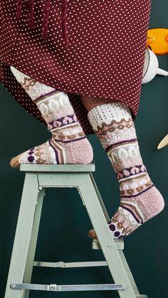 Sullavikat – Mia Sumellin villasukkaohje   Meillä kotona Knitting Socks, Leg Warmers, High Socks, Legs, Pants, Diy, Fashion, Knit Socks, Leg Warmers Outfit