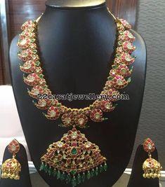 Mango Mala and Jhumkas with Emerald Drops Indian Jewelry Sets, Silver Jewellery Indian, Gold Jewelry, India Jewelry, Gold Necklaces, Antique Jewelry, Classic Bridal Jewellery, Wedding Jewelry, Mango Mala Jewellery