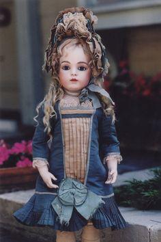 Antique doll. Bébé Bru Jeune