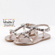 Este calzado de verano de piel metalizada resulta moderno y decff8ca6f3