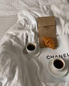 📸: on ig Cream Aesthetic, Aesthetic Coffee, Classy Aesthetic, Brown Aesthetic, Aesthetic Food, Aesthetic Vintage, Instagram Deco, Coffee And Books, Coffee Pics