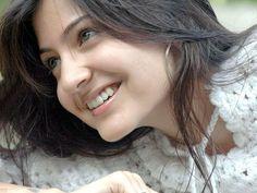 New_HD_Wallpapers_of_Bollywood_Actress_Anushka_Sharma.jpg (2560×1920)