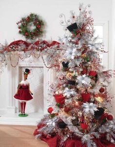 Beautiful Christmas Tree Decorating Ideas 2014 This is actually #1 on my list, I seriously love it and I've never actually done a traditional Christmas tree deco.