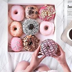 These donuts look so delicious! We love a sweet treat every once in a while and these look like the perfect dessert! Yummy Treats, Sweet Treats, Yummy Food, Delicious Donuts, Tasty, Pink Treats, Cute Food, I Love Food, Slow Cooker Desserts