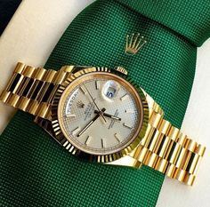 In some cases part of that image is the quantity of money you invested to use a watch with a name like Rolex on it; it is no secret how much watches like that can cost. Rolex Watches For Men, Seiko Watches, Luxury Watches For Men, Cool Watches, Dream Watches, Rolex Presidential, Gold Rolex, Diamond Rolex, Rolex Day Date