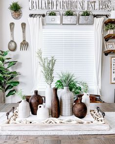 Spring decor, farmhouse decor inspo, kitchen ideas, farmhouse kitchens, My favorite FARMHOUSE Wood Tray is 20% off right now with code REGULAR20! This thing lasts through all the season's and is so easy to decorate! Modern Farmhouse Decor, Rustic Farmhouse, Farmhouse Kitchens, Spring Home Decor, Autumn Home, Diy Kitchen Projects, Kitchen Ideas, Decorating Your Home, Interior Decorating