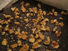 Banana & Walnut Fudge - cleaninthekitchen.wordpress.com || gluten free dessert! Delicious and guilt free. #cleaneating