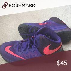 Women's Nike basketball shoes Like new. Size: 8.5. Nike Shoes Athletic Shoes