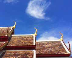Thai-Lanna style buddhist temple' roofs, Chiang Mai - Thailand