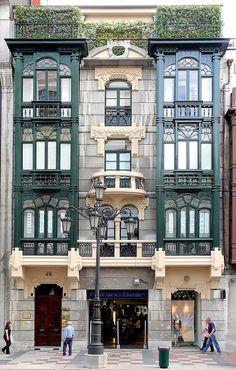 Oviedo, Asturias. Spain.Viviamos en el primero y aquí nací en el año 1950 .nº 48 de la calle Uría .gbm.