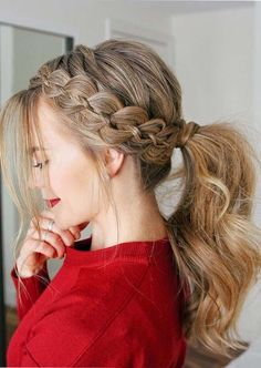 Do you know how to style perfectly four strands braids? If dont know then see here best ideas of braids with ponytails to wear in 2018. These are sensational and gorgeous braids to consider in this year. Moreover, this is one of the fantastic ways for ladies to enjoy with new and fresh ponytail hairstyles for 2018.
