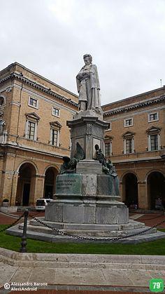 Statua di Giacomo Leopardi #Recanati #Marche #Italia #Viaggio #Viaggiare #AlwaysOnTheRoad