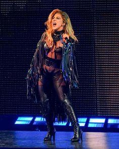 """Lady Gaga ha comenzado su gira mundial, """"JoanneWorldTour"""" en Canadá, en el Rogers Arena de Vancouver."""