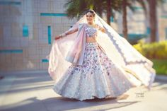 Bridal Wear - The Twirling Bride! Photos, Hindu Culture, Beige Color, Bridal Makeup, Mangtika, Antique Jewellery pictures, images, vendor credits - Abu Jani Sandeep Khosla, Manish Malhotra, Tarun Tahiliani, Aza Fashion Pvt Ltd, WeddingPlz