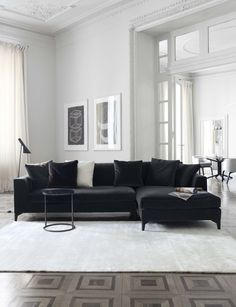 MERIDIANI I LEWIS UP modular sofa I PECK low table I LALIT rug. White french modern #livingroom