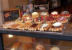 waffles-brussels-Belgium-July-2005 by alinedownunder, via Flickr Waffle Pops, Waffle Ice Cream, Waffle Bar, Crepes, Churros, Gourmet Recipes, Dessert Recipes, Waffle Maker Recipes, Beautiful Desserts