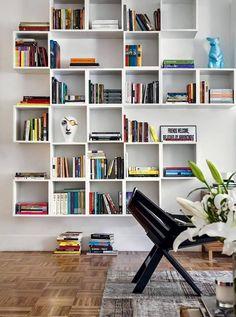 Quer uma estante diferenciada e cheia de estilo? Monte do seu jeito e brinque com as possibilidades.