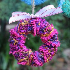 Easy tree ornaments made with chunky wool and scrap cardboard, great craft idea for kids.